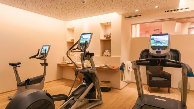 Fitnessraum mit Cardiogeräten im hotel madlochBlick.