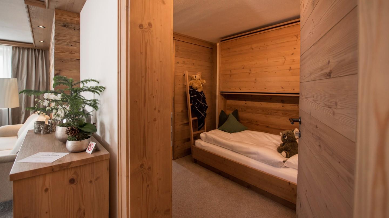 Familienzimmer Bergblick im Hotel und Chalet madlochblick in Lech am Arlberg.
