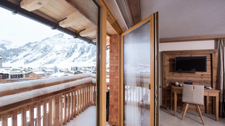 Balkon mit Aussicht im Zimmer Lechblick superior im Hotel und Chalet madlochBlick.