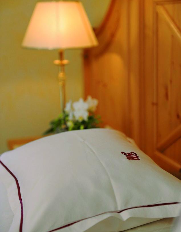 Madlochkissen im Schlafzimmer des Doppelzimmers Lechpanorama im Hotel Madlochblick in Lech am Arlberg.