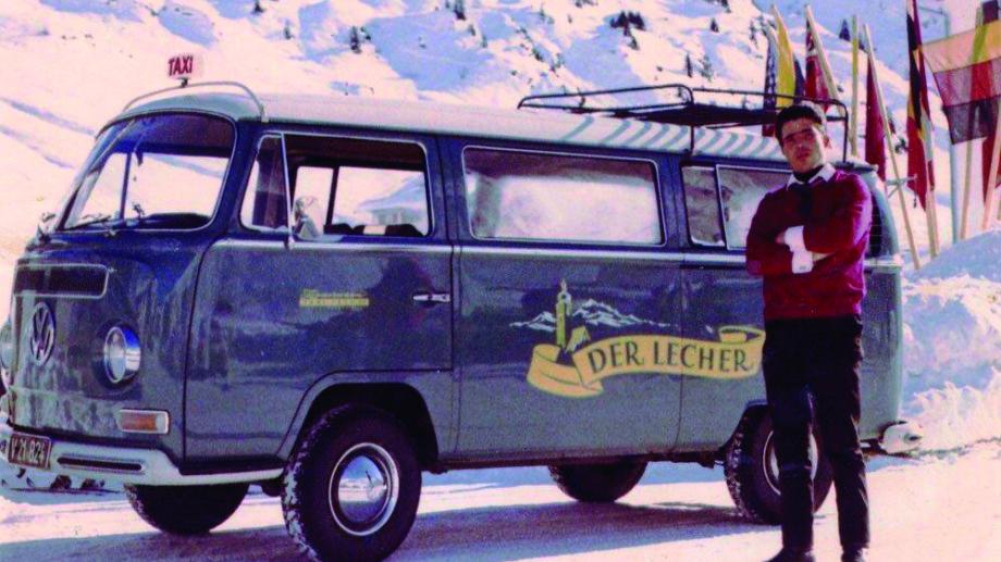 Ein alter VW BUS des Shuttleservice der Lecher in Lech am Arlberg.