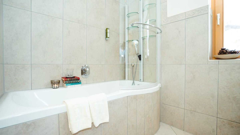 Badewanne im Badezimmer der Junior Suite Kriegerhorn.