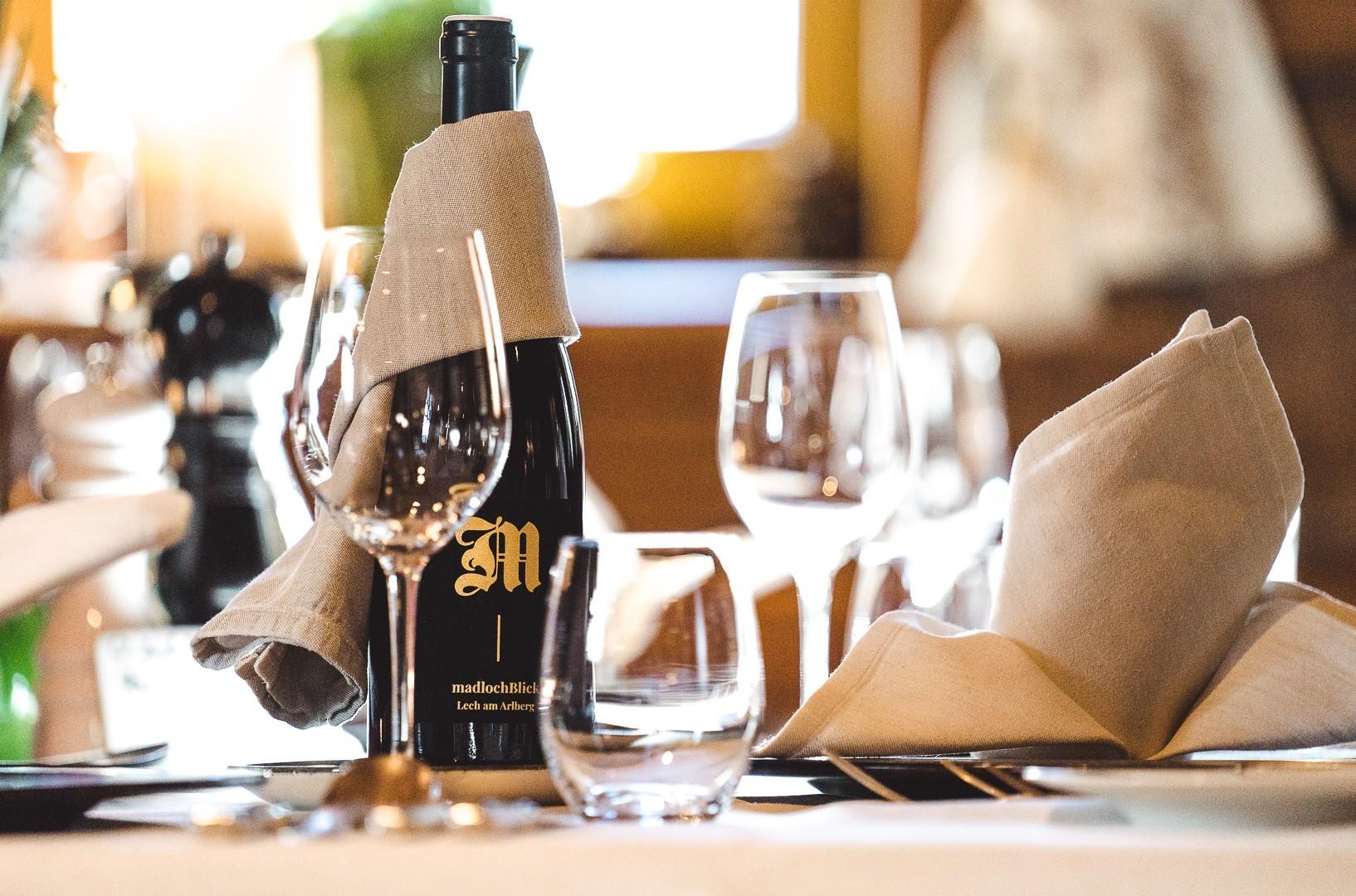 Wein beim Halbpension-Abendessen im madlochBlick Restaurant.