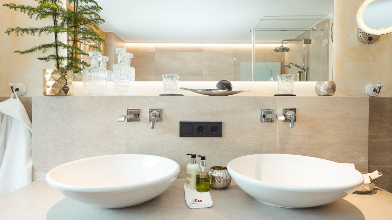 Doppelwaschbecken im Zimmer Omesberg.