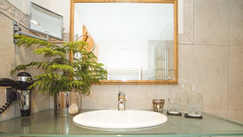 Badezimmer in der Suite Rüfikopf.