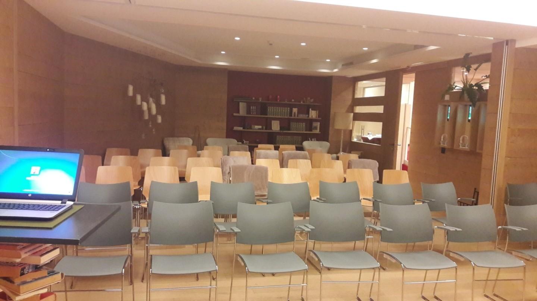 Seminarraum mit Kinobestuhlung in Lech.